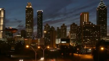 Downtown Atlanta Editorial Dusk Time Lapse with Zoom — Stock Video
