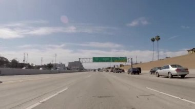 Overhead Sign on the San Diego 405 Freeway South towards LAX Airport and Long Beach — Stock Video