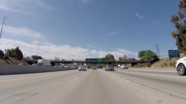 Overhead Sign on the San Diego 405 Freeway South towards Long Beach — Stock Video