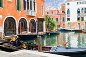 Canal en venecia, italia — Foto de Stock