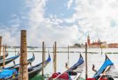 Vista de las góndolas amarrada por Plaza de San Marcos. Venezia, Italia — Foto de Stock