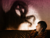 The boy is afraid of ghosts at night — Stock Photo