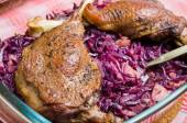 Goose legs baked on red cabbage — Foto de Stock
