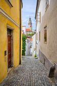 Narrow street in Cesky Krumlov, Czech Republic — Stock Photo