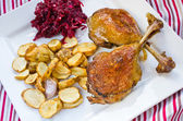 Duck confit with beetroots and jerusalem artichokes fries — Stockfoto