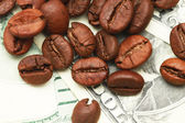 One hundred dollar bill made of coffee beans isolated over white background — Stockfoto