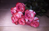Bouquet white-pink roses on a wooden background — Stock Photo