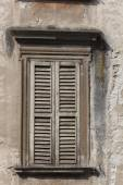 Window in the city of Bergamo, Lombardy, Italy — Stock Photo