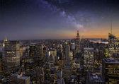 Milky way over Manhattan — Stock Photo