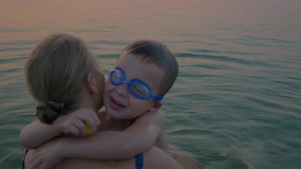 Видеоролик матери с сыном фото 785-326