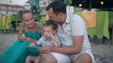 Family Of Three On Resort With Tablet Pc — Stock Video