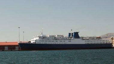 Bağlantılı yolcu gemisi — Stok video