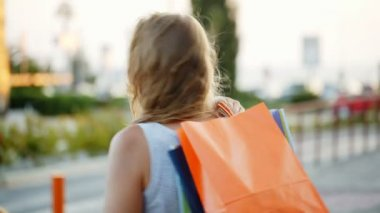 Smiling woman with shopping bags — Stock Video