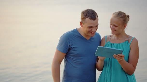 Par uso de tablet Pc — Vídeo de stock