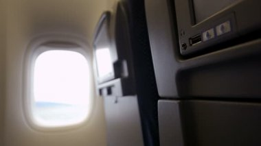 Using USB flash drive with seat monitor in plane — Stock Video