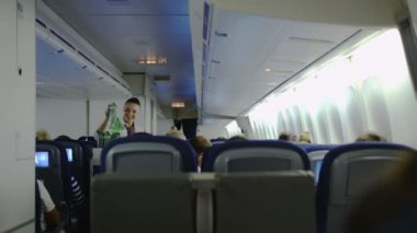 Stewardess giving drinks to passengers — Stock Video