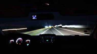 Timelapse of driving a car on night road — Stok video