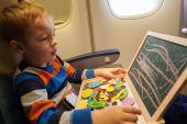 Garçon dans l'avion, à bord de dessin à la craie — Photo