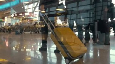 Woman with trolley bag walking slowly in lounge — Stock Video