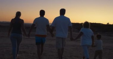 Family on vacation walking holding hands — Stock Video