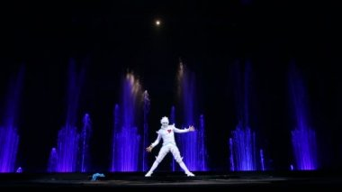 Dancing solo during theatrical performance — Stock Video
