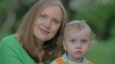 Outdoor portrait of happy mother and little son — Stock Video