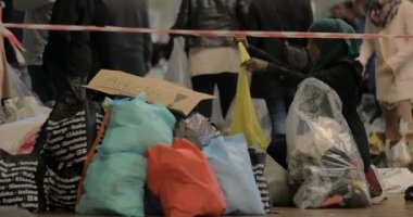 Syrian Refugee Choosing Childrens Clothes at Charity Collecting Point in Copenhagen Railroad Station — Stock Video