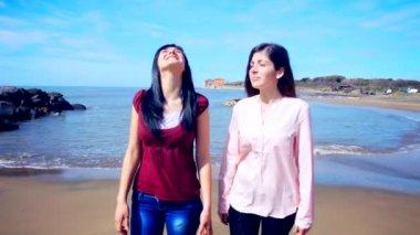 Beautiful girls walking and gossiping — Stock Video