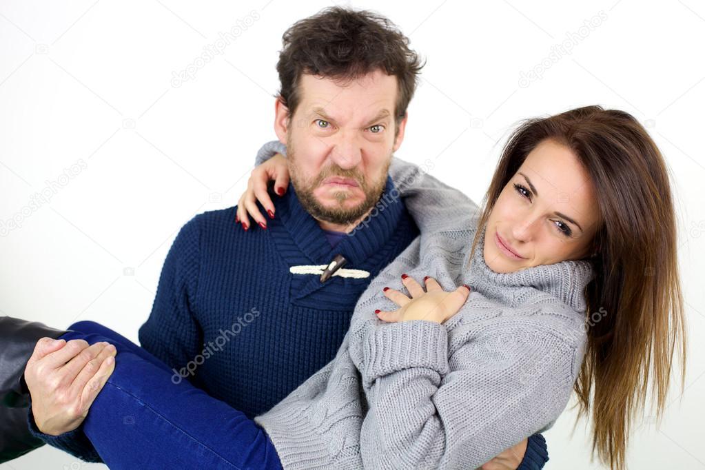 жена сидит на лицо мужа