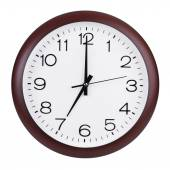 Round the clock shows seven o'clock — Stock Photo