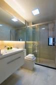 Современная ванная — Стоковое фото