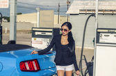 Beautiful elegant exotic woman with sports car — Stockfoto