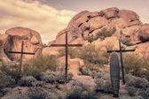 Crosses in desert boulder location - Spiritual religious worship — Stok fotoğraf