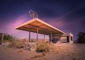 Abandoned gas station in Arizona,California desert USA — Stock Photo