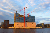 Concert hall Elbphilharmonie and Elba — Stock Photo