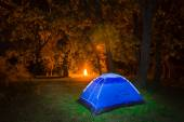 Night touristic camp scene — Stock Photo