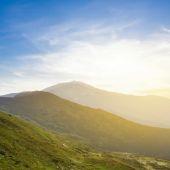 Early morning mountain scene — Stock Photo