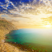 Emerald sea bay at the sunset — Stock Photo