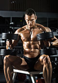 Bodybuilder in gym — Stock Photo