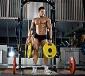 Bodybuilder in gym — Stock Photo