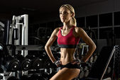 Fitness girl in gym — Stock Photo