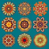 Circle lace ornament, round ornamental geometric doily pattern c — Stock Vector