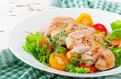 Grilled chicken breasts and fresh salad — Stock Photo