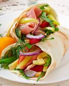 Fresh tortilla wraps with meat — Stockfoto
