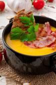 Crema di zucca con pancetta e crostini — Foto Stock