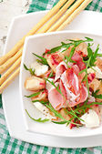 Salad with peach, mozzarella cheese and ham — Stock Photo