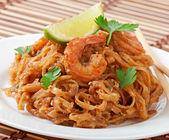 Stir-Fried noodles with prawns — Stock Photo