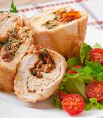 Rolled Chicken with spinach and sun-dried tomatoes — Foto Stock