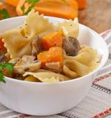 Pasta with slices of pumpkin and mushrooms — Foto de Stock
