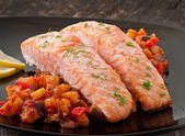 Baked salmon with vegetables — Stock Photo